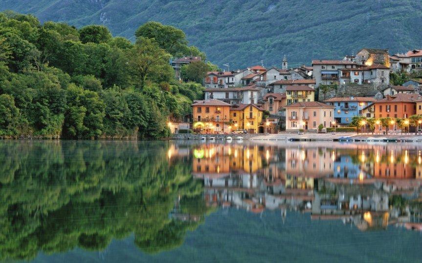 mergozzo-piedmont-italy-lake-mergozzo-mergozzo-italy-lake-reflection-buildings-embankment